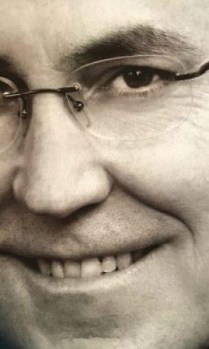 FRANCISCO MORALES LOMAS. Académico en Academia de Buenas Letras (Granada), Academia de las Artes Escénicas de España y Real Academia de Córdoba. Catedrático de Literatura. Doctor en Filología Hispánica. Licenciado en Derecho y licenciado en Filosofía y Letras (Filología Hispánica). Profesor Titular de la Universidad de Málaga. Presidente, desde 2006, de la Asociación Andaluza de Escritores y Críticos Literarios, presidente y cofundador, desde 2013, de la Asociación Internacional Humanismo Solidario, vicepresidente de la Asociación Colegial de Escritores (Andalucía).