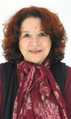 MALIKA EMBAREK LÓPEZ. Licenciada en Filología Hispánica por la Universidad Mohamed V de Rabat, es traductora técnica y jurada de francés, aunque su auténtica vocación es la traducción literaria de textos mestizos culturalmente, como su propia trayectoria vital.