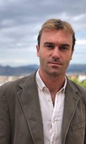 PABLO APARICIO DURÁN es doctor en Didáctica de la Lengua y la Literatura por la Universidad de Almería. Licenciado en Filología Inglesa e Hispánica por la Universidad de Granada, ha sido profesor de español como lengua extranjera en el Departamento de Educación Continua de la Universidad de Oxford desde 2014 a 2016.