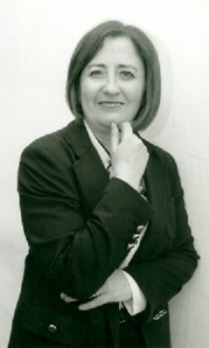 REMEDIOS SÁNCHEZ (Barcelona, España, 1975) es Profesora Titular del Departamento de Didáctica de la Lengua y la Literatura de la Universidad de Granada. Es Vicepresidenta de la Asociación Colegial de Escritores de España (ACE) y Secretaria General de la Asociación Andaluza de Escritores y Críticos Literarios (AAEC).